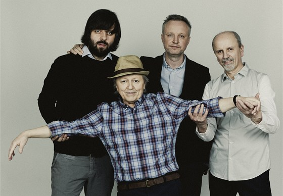 Václav Neckář (vpředu) s tvůrčím týmem alba Dobrý časy: (zleva) Dušanem