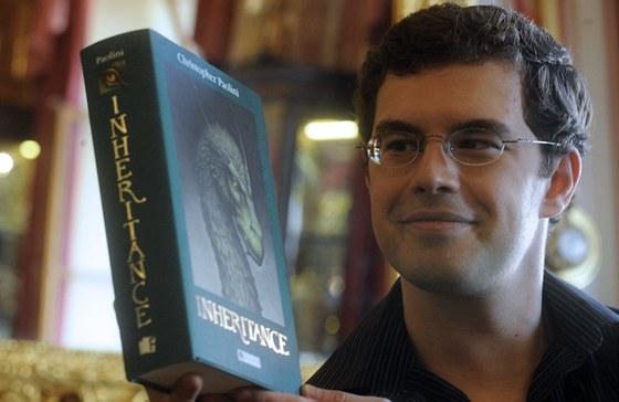 Americký spisovatel Christopher Paolini, autor bestselleru Odkaz Dračích