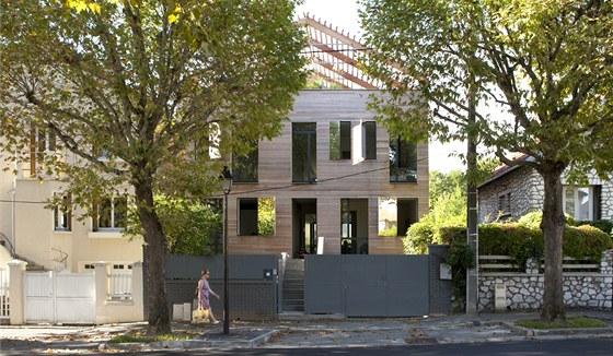 Dům o rozloze 246m2 je postaven z panelů LenoTech bez povrchových úprav a