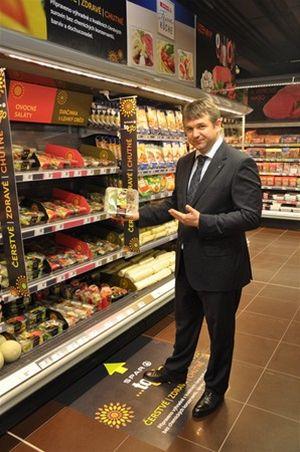 Martin Ditmar, generální ředitel SPAR ČOS prezentuje nové saláty SPAR TO GO