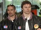 �e�t� hokejist� Tom� Plekanec (vlevo) s Petrem Pr�chou odl�taj� na mistrovstv�