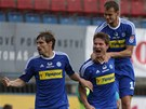 Fotbalisté Olomouce se radují ze vstřeleného gólu