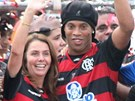 Ronaldinho se fanouškům Flamenga představil s plnou parádou. Patrícia Amorimová