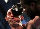 Lavarn Harvell knockoutujeTonyho Pietrantonia ve t�etím kole souboje v t�ké...