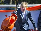 Nizozemský princ Willem-Alexander sout�í v klasickém hodu záchodovou mísou v...
