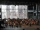 Jarek Nohavica na jediné zkoušce s filharmoniky před koncertem v bývalém...