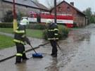 Dešťová voda a bahno z polí zaplavily Sovětice na Královéhradecku. (3. května