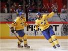 GÓL. �véd�tí hokejisté Henrik Zetteberg (vlevo) a Niklas Kronwall se radují ze...