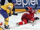 BOJOVAL I NA ZEMI. P�esto�e Milan Michálek spadl na led, p�edvedl bojovnost a...