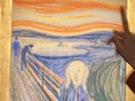 Malá milovnice umění se dívá na Munchův obraz Křik ještě před dražbou v...