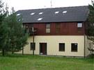 Bytový dům po dokončení. Byty v přízemí vznikly v bývalé prodejně potravin ze