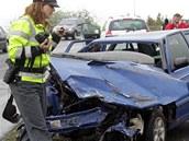 Nehoda dvou aut v �evnické ulici v Praze na Zli�ín�. (6. kv�tna 2012)