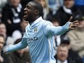 VÍTĚZNÁ TREFA. Yaya Touré, záložník Manchesteru City, se raduje ze svého gólu v utkání proti Newcastlu.