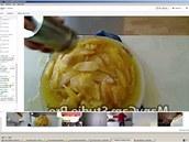 Ivetě se obrácený jablkový koláč povedl. Narozdíl od ostatních ho nedělala