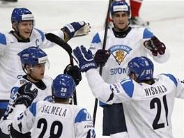 CHVILKA RADOSTI. Finov� zdolali B�lorusy jedinou brankou obr�nce Janne Niskaly.