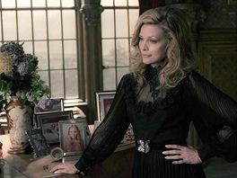 Michelle Pfeifferová ve filmu Temné stíny