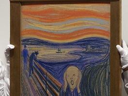 Zam�stnanci dra�ebn� s�n� dr�� Munch�v obraz K�ik, kter� se prodal za v�ce ne�...