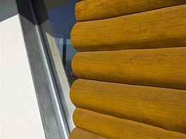 Mont� okna k rouben� st�n� je vlastn� know-how autor� stavby. Hlin�kov� r�m je