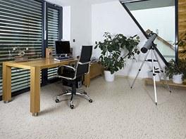 ;Pracovna a d�tsk� pokoj maj� praktickou podlahu z marmolea.