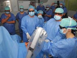 Lékaři olomoucké fakultní nemocnice testují využití 3D brýlí při některých