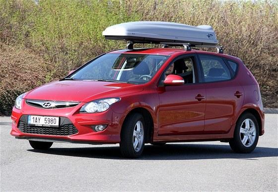 Hyundai i30 se střešním boxem