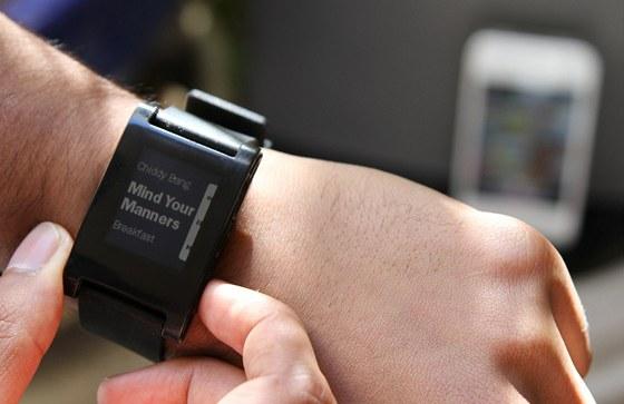 """Jedna z již existujících aplikací pro """"chytré"""" hodinky Pebble slouží k"""