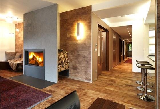 Podlaha i některé stěny jsou obloženy velmi kvalitními vinylovými deskami s