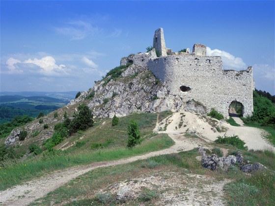 Zřícenina Čachtic, domova krvavé Alžběty Bathoryové, byla dokonalou kulisou k natočení vynikající komedie Tajemství hradu v Karpatech.