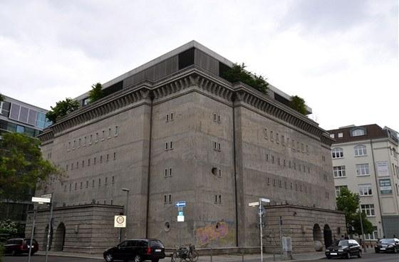 Nadzemní bunkr stojí v centru Berlína kousek od známého Friedrichstadtpalastu.