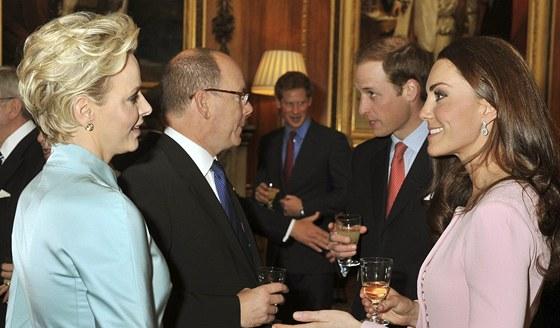 Monacký kníže Albert II. a jeho manželka Charlene, britský princ William a jeho...