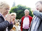 Náměstek primátorky Martin Bílek (vpravo). Demonstrace proti kácení v Tyršových