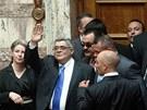 Poslanci řecké neonacistické strany Zlatý úsvit přišli na první zasedání