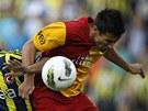 HLAVIČKOVÝ SOUBOJ. Milan Baroš z Galatasaraye vyskočil výš než Bekir Irtegun z