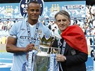 KAPITN, TRENR A POHR. Vincent Kompany, kapitn fotbalist Manchesteru City,...