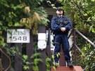 Policisté stojí před domem Davida Ratha (ČSSD) ve středočeské Hostivici (15.