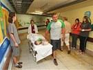 Ponurá spojovací chodba v ostravské fakultní nemocnici se díky šikovnosti