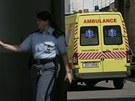 Vůz záchranné služby u královéhradeckého krajského soudu (11. května 2012)