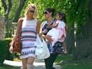 Katherine Heiglová s dcerou Naleigh a její chůvou