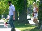 Katherine Heiglová a Josh Kelley si nesou domů dceru Adalaide (2012).