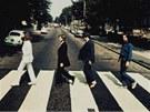 Beatles na p�echodu Abbey Road v opa�n�m sm�ru