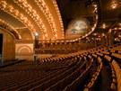 V divadle je 4 250 míst k sezení, dvojnásobek například Opery v Paříži.