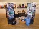 Expozice výstavy Michaela Reynoldse: Udržitelná samostatnost pro každého v