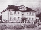 Budova ��slo 3, kde byla ve Svatobo�ic�ch internov�na Drahoslava Lo���kov� se