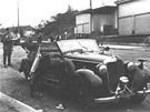 Heydrichův mercedes těsně po atentátu.