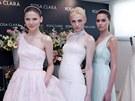 Andrej Pejic ve svatebních šatech