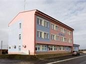 Centrální provozní budova, vníž je umístěno řídicí dispečerské pracoviště