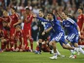 KONTRAST. Zatímco hráči Chelsea se běží radovat z vítězství ve finále Ligy
