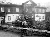 Hotel Hubertus v Karlově Studánce na Bruntálsku po požáru v roce 2000. O rok