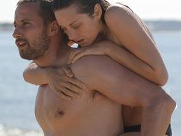 Marion Cotillardov� a Matthias Schoenaerts ve filmu Rust and Bone