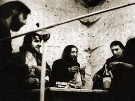 Členové skupiny The Plastic People of the Universe na fotografii z října 1979